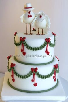 This is just adorable. Christmas themed wedding cake.