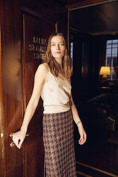 ICI-Skirt Mary with allover embroidery The A-line, refined cut and slit on both sides skirt Mary, made of comfortable wool jersey, captivates with a 'pied-de-poule' embroidery made of lurex yarn. Slip on like sweatpants but feel dressed like for a business appointment!