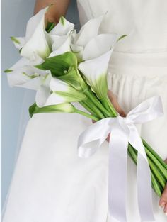 白×グリーンのおしゃれブーケ厳選15|おすすめのブーケ&会場装花|ザ・ウエディング