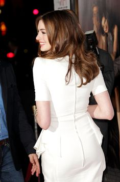 "Anne Hathaway Photo - AFI FEST 2010 Presented By Audi - ""Love & Other Drugs"" Opening Night Gala - Arrivals"