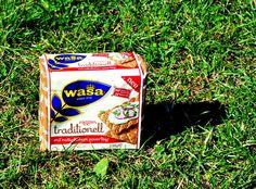 Wasa roggen traditionell - das Knäcke mit dem unglaublich knusprigen Biss und dem herzhaft würzigen Geschmack. Gezaubert nach schwedischem Hausrezept mit 100 % Roggenmehl und Malz.