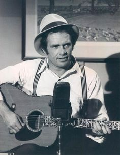 Merle Haggard on 'The Waltons'. Best Country Music, Country Music Artists, Country Music Stars, Country Singers, Art Music, Music Songs, Merle Haggard Sons, Classic Singers, Music Photo