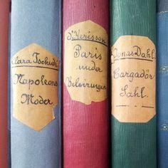 Fant tre små bøker på loppemarked en gang, fra 1885 og 1897. Fint bundet inn av samme person. #loppemarked #thrifting #oldbooks #antiquebooks - @synthing- #webstagram