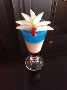 DOLCE CHANTILLY / BAR DONATELLO : Cocktail bleu-blanc-rouge !  Dolce Chantilly, France http://www.dolcechantilly.fr/