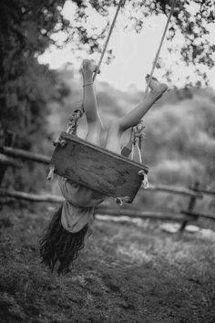 Can't beat the summertime fun of a good old board swing under a tall tree's boughs. Jolie Photo, Country Life, Country Sayings, Country Charm, Make Me Smile, Childhood Memories, Summertime, Have Fun, In This Moment