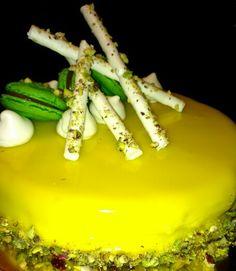 Macaron, mousse praline and mousseline pistachio