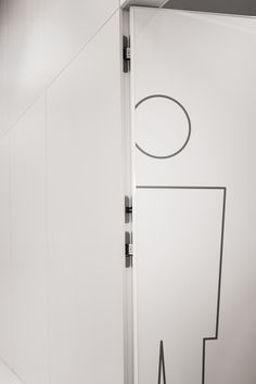 Hidden doors Drzwi Entra - LPP/Drzwi ukryte Entra w siedzibie LPP