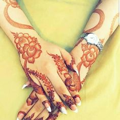 Image may contain: one or more people Khafif Mehndi Design, Latest Bridal Mehndi Designs, Floral Henna Designs, Finger Henna Designs, Henna Art Designs, Modern Mehndi Designs, Dulhan Mehndi Designs, Mehndi Design Photos, Wedding Mehndi Designs
