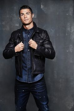 International soccer star Cristiano Ronaldo expands his brand with the launch of denim. The brand already produces footwear and underwear. Cristiano Ronaldo 7, Cr7 Ronaldo, Ronaldo Football, Football Football, Cr7 Underwear, International Soccer, Fashion Labels, Soccer Players, Belle Photo