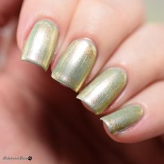 This is 'Enchanted Patina' layered over 'Gaston and On and On' both part of the @mtmorgantaylor Beauty and the Beast Collection. Enchanted Patina gives any color an antiqued bronze look very cool effect. I love the brush on Morgan Taylor polishes! My favorite brush ever. The full Beauty and the Beast Collection is on my blog today at PolishandPaws.com (link in my bio!). . Products received compliments of Morgan Taylor as part of the #PreenMeVIP @preendotme Program. . #morgantaylor…