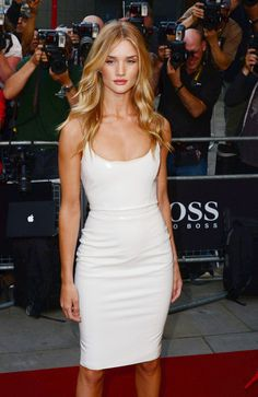 Rosie Huntington-Whiteley Photos - Rosie Huntington-Whiteley attends the GQ Men of the Year awards at the Royal Opera House in London. - Arrivals at the GQ Men of the Year Awards — Part 3 Rosie Whiteley, Rosie Alice Huntington Whiteley, Rose Huntington, Kylie Jenner Outfits, Corte Y Color, Gq Men, Victoria Dress, Stylish Outfits, Celebrity Style