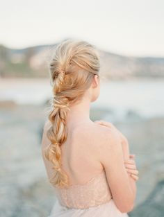 Romantic seaside bridal inspiration | Photo by Carmen Santorelli Photography | Read more -  http://www.100layercake.com/blog/wp-content/uploads/2015/04/romantic-seaside-bridal-inspiration