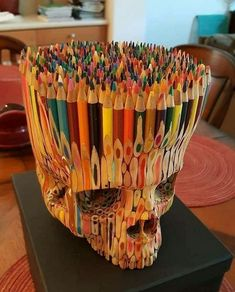 Sculpture made of colored pencils Deco Cool, Skull Art, Pencil Art, Oeuvre D'art, Wood Carving, Wood Art, Creative Art, Creative People, Colored Pencils