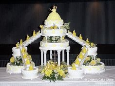 Something like this for cake but not yellow lol purple Camo Wedding Cakes, Wedding Cake Decorations, White Wedding Cakes, Wedding Cake Designs, Traditional Wedding Cake, Traditional Cakes, Shoe Cakes, Purse Cakes, Beautiful Cakes