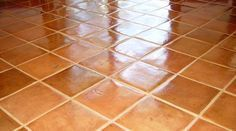 The tiling is practical but it gets dirty very quickly! Commerce, Tile Floor, Voici, Sprays, Tiling, Lotions, Gadgets, Articles, Couture