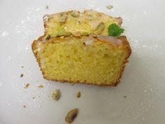 Zitronen Mascarpone Kuchen mit Topping aus süßem Puderzucker und salzigen Pistazien