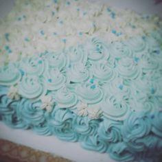 Torta Frozen!! Biz de vainilla+Mousse de dulce de leche+ frutillas+cobertura de crema chantilli.... Singluten obvio!! CON GE LA DA es un rrriquisimo postre!!!!