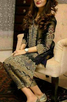 Check out trending dresses for Shadi Dresses, Pakistani Formal Dresses, Walima Dress, Pakistani Wedding Outfits, Pakistani Dress Design, Indian Dresses, Indian Outfits, Heavy Dresses, Mehendi Outfits