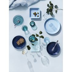 Iittala's Citterio 98 cutlery set is ideal for any table setting. The relaxed and simplistic design of the cutlery goes well together with the Collective Tools range by Iittala. Basic Shapes, Simple Shapes, Goods And Service Tax, Goods And Services, Serveware, Tableware, Old Fashioned Glass, Blush And Gold, Glass Texture