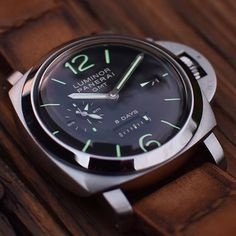Start the weekend off right with a great shot of the #Panerai PAM233 8 Days GMT. PIC BY @chronos_1010