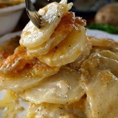 Cheesy Garlic Scalloped Potatoes - Incredibly cheesy with 3 different types of c.Cheesy Garlic Scalloped Potatoes - Incredibly cheesy with 3 different types of cheese, creamy and tender potatoes the whole family will Scalloped Potatoes And Ham, Scalloped Potato Recipes, Scallop Recipes, Cheesy Potato Casserole, Cheesy Potatoes, Potato Spuds, Sweet Potato, Potato Salad, Canned Potatoes