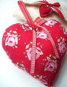.I like the little heart at the end of the ribbon.