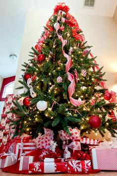 Peppermint themed Christmas tree and gift wrap