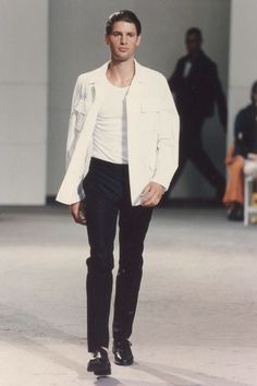 See the complete Helmut Lang Spring 1998 Menswear collection.