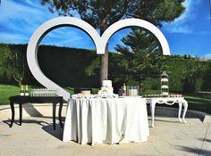 Al termine del Matrimonio Gay organizzato da Weddinglam in Portogallo, si è tenuto il fatidicomomento della Wedding Cake. La Wedding Planner Greta Sagona ha commissionato la torta ed il buffet dei…