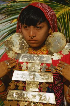 Panama | A young Cuna Indian woman wearing traditional dress and heavy gold jewelry stands in the San Blas Islands | © Charles & Josette Lenars/Corbis