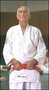 Helio Gracie, patriarch of Gracie Jiu Jitsu Gracie Bjj, Carlos Gracie, Helio Gracie, Mma Boxing, Boxing Workout, Jiu Jitsu T Shirts, Jiu Jitsu Training, Mma Fighting, Ju Jitsu