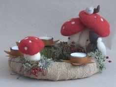 Adventskranz - Adventskranz Zwerg Fliegenpilz Waldorf Art - ein Designerstück von Holzwolle-Spielkunst bei DaWanda