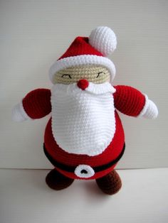 Love this Santa!...the pattern is on etsy by skymagenta...$5.99.