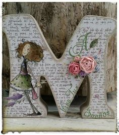 Inicial Personalizada R$ 80,00 Crafts To Make, Arts And Crafts, Paper Crafts, Diy Crafts, Letter A Crafts, Letter Art, Wood Letters, Monogram Letters, Craft Projects