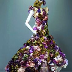 Dress made up of real flowers by Alexander McQueen. Stunning! Mc Queen f49c76e3bab