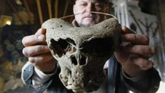 In this image we see an ancient skull which looks Alien in origin. There was 2 Alien skulls discovered along with a Nazi briefcase in the Caucuses mountains near Adygea. Ancient history is filled with anomalies. Ancient Aliens, Ancient History, Les Aliens, Aliens And Ufos, Unexplained Mysteries, Ancient Mysteries, Creepy, Alien Skull, Cryptozoology