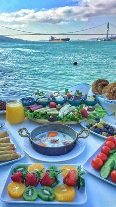 Istanbul, Türkei - New Ideas Turkish Breakfast, Breakfast In Bed, Morning Breakfast, Healthy Desayunos, Breakfast Around The World, Turkish Recipes, Aesthetic Food, Love Food, Food Porn