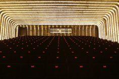 La Sala Azcona, bautizada en homenaje al guionista Rafael Azcona, la Sala ha sido concebida como plataforma desde la que alimentar a un público ávido de historias reales.  #cineteca #documentamadrid #documentales #cine #madrid