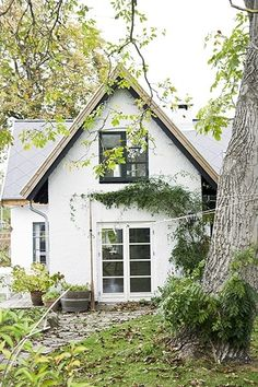 danish summer house.  this makes my heart ache.  I wish I could steal away to someplace peaceful each summer!