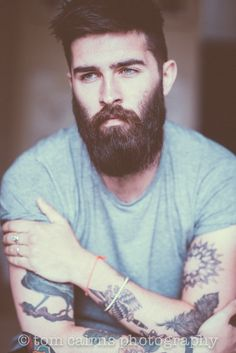 """Chris John Millington Вот он - идеал мужчины - """"сиамский кот"""" - тёмноволосый с синими глазами , да ещё и с бородой ... Всё портят татуировки !"""