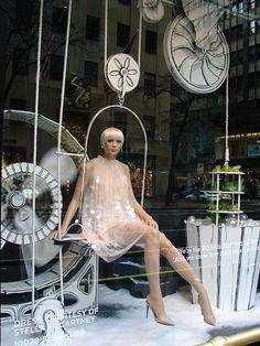 (A través de CASA REINAL) >>>>  Beautiful Window Displays!: saks