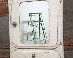 Farmacia medicina gabinete francés Vintage Metal armario Industrial reciclado Retro rescatado Custom muebles Interior decoración mejora hogar