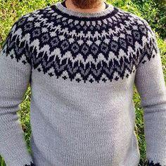 En nærmere titt  #rundfelling#islandskstrikk#riddarisweater#riddari#riddarigenser#trefarger#strikktilmannen#herrestrikk