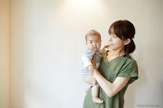 赤ちゃんを抱っこするときのコツ!いい抱き方ってどんな仕方? - こそだてハック Maternity, Baby, Baby Humor, Infant, Babies, Babys