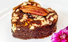 Camu camu, arguably the richest known source of vitamin C, blends perfectly with the healthy fats and protein of peanut butter in this tasty, raw brownie! Raw Brownies, Peanut Butter Brownies, Figs Benefits, Nutritious Snacks, Healthy Fats, Superfood Recipes, Powder Recipe, Yummy Food, Tasty