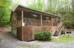 Afternoon Delight - 1 bedroom 1 bath cabin that sleeps 2 - You will enjoy your smoky mountain vacation is this adorable cabin! Great for a honeymoon or anniversary. #cabin #petfriendly