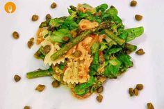 Hemos usado nuestra salsa pesto para esta ensalada, obteniendo una ligera y sabrosa comida que podrás degustar a cualquier hora del día. Puedes incluso pre