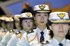 ソウル核安保首脳会議を前に警護団の発足セレモニ…:世界の女性警察官 写真特集:時事ドットコム