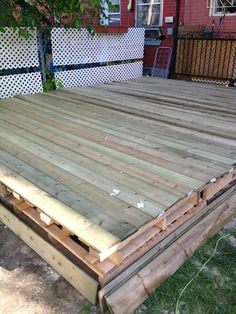 Pallet Plans recycled pallet deck - We have remodeled the home outdoor floor with pallet wood to get a highly captivating DIY pallet deck for best way ever sitting and modern home looks. Pallet Deck Furniture, Diy Pallet Sofa, Recycled Furniture, Wooden Projects, Diy Pallet Projects, Pallet Ideas, Crate Ideas, Recycled Pallets, Wood Pallets