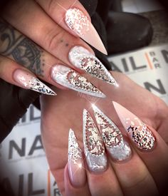 Diamante and nude nails Glam Nails, Dope Nails, Bling Nails, Beauty Nails, Fun Nails, Beautiful Nail Art, Gorgeous Nails, Pretty Nails, Luxury Nails